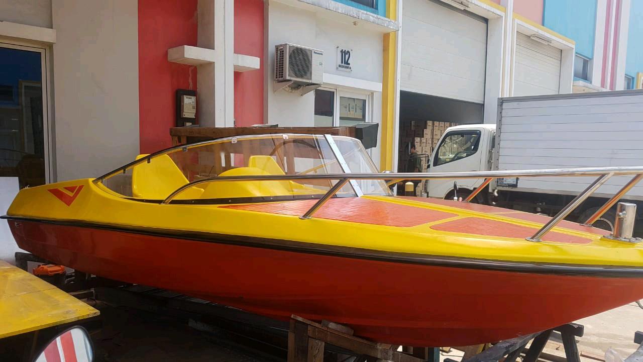Speedboat fiberglas